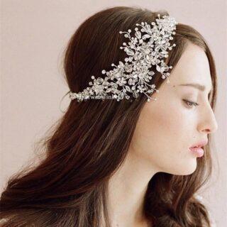 Nieuw in de collectie opgenomen! Prachtig haarornament van glasparels😍 Te bestellen op www.haarwebwinkel.nl #bruid #bride #bruidsmeisje #bridesmaids  #trouwen #trouwerij #huwelijk #weddings #weddinghair #bruiloft #communie #bruidskapsel #bridalhair #haar #haarspeldjes #haarwebwinkel #picoftheday