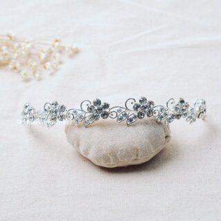 Deze prachtige subtiele tiara met bloemetjes van Oostenrijks kristal is nieuw in het assortiment opgenomen! #shinelikeadiamond Te bestellen op www.haarwebwinkel.nl #tiara #kroontje #diadeem #bruid #bride #bruidsmeisje #bridesmaids  #trouwen #trouwerij #huwelijk #weddings #weddinghair #bruiloft #communie #bruidskapsel #bridalhair #haar #haarspeldjes #haarwebwinkel #picoftheday