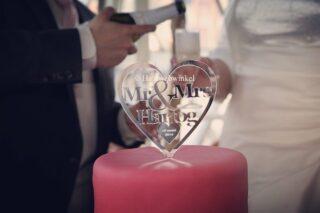Wist u dat wij speciaal voor de mooiste dag van uw leven gepersonaliseerde taarttoppers maken? Keuze uit vele modellen: Mr. & Mrs. en dan jullie (toekomstige) achternaam, alleen jullie voornamen of initialen, met of zonder trouwdatum.. alles is mogelijk! Te bestellen via https://tinyurl.com/jqsw437 #taarttopper #gepersonaliseerd #bruidstaart #bruid #bride #bruidsmeisje #bridesmaids #trouwen #trouwerij #huwelijk #weddings #weddinghair #bruiloft #communie #bruidskapsel #bridalhair #haar #haarspeldjes #tiara #diadeem #haarwebwinkel #picoftheday